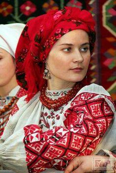 Ukrainian girl in folk costume / украинка в национальном костюме. #Ukrainian…