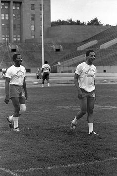 Otis Taylor & Gloster Richardson Football Video Games, Nfl Football, American Football, College Football, Otis Taylor, College Wrestling, Tennessee State University, Tight End, Wide Receiver