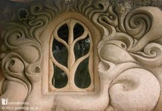 #Cob House in England. Sculpturally beautiful in every detail. I'm in love with this house.<3