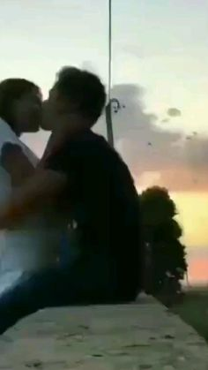 Cute Couples Hugging, Cute Couples Kissing, Cute Couples Goals, Romantic Couples, Cute Couple Songs, Cute Couple Selfies, Cute Couple Videos, Good Relationship Quotes, Freaky Relationship Goals Videos