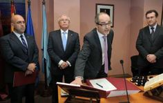 Pascual Cantos y su equipo empiezan a trabajar http://www.laopiniondemurcia.es/murcia/2014/03/11/decano-letras-toma-posesion/542395.html