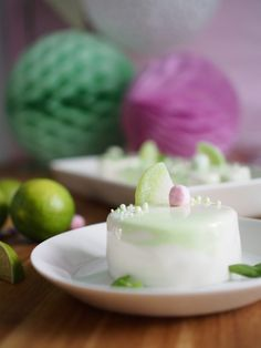 Mirror Glaze Key Lime -leivokset Key Lime Cake, Glaze For Cake, A Food, Food And Drink, Panna Cotta, Special Occasion, Cheesecake, Tasty, Meals