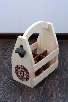 Transporteur de bière en bois avec monogramme par GoodWoodGift