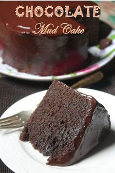 Easy Chocolate Mud Cake Recipe Ever - Yummy Tummy This is a recipe which i wanted to bake so badly.This recipe is exactly made from bake like a pro famous chocolate mud cake video. Beaux Desserts, Just Desserts, Delicious Desserts, Dessert Recipes, Easy Cake Recipes, Fruit Recipes, Chocolate Mud Cake, Homemade Chocolate, Famous Chocolate