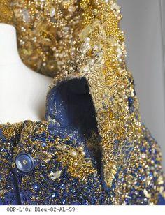 Ceux qu'ils nous restent, 2003 Aurélie Lanoiselée brode mais se définit avant tout comme une créatrice textile. Maîtrisant à la perfection les techniques traditionnelles, elle bouleverse les codes ...