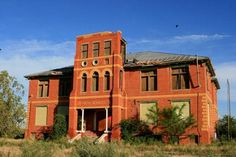 Abandoned Houses, Abandoned Places, School's Out Forever, Texas High School, Country School, Old School House, Ghost Towns, Old Pictures, Vintage Photos