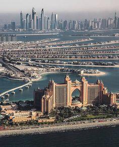 Dubai is the city of record breaking skyscraper, exotic desert safari, and world class luxury attraction city to the tourist.Dubai is famous for his luxury and its style for living. Dubai City, Hotel Dubai, Dubai Uae, Amazing Buildings, Amazing Architecture, Art And Architecture, Abu Dhabi, Wonderful Places, Beautiful Places