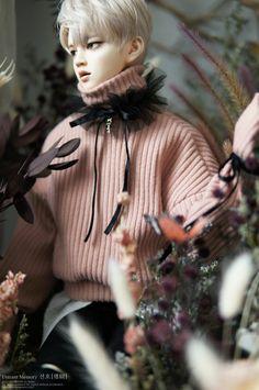 Автор этих прекрасных кукол — Distant Memory. Ее предыдущие работы, вдохновленные Ви из BTS стали невероятно популярными. Смотрите также:Кукла Ви поразила всех своей реалистичностью и красотой Куклы ручной работы выглядят невероятно натуралистично и изящно, достойными восхищения даже придирчивому критику. Эти произведения искусства были в открытой продаже, но быстро были распроданы. В этот раз автор создал …