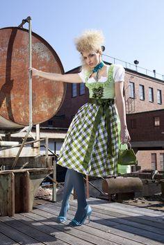 Alpenmädel Designer Dirndl Kollektion 2011 Blau Grün #Tracht #Wiesn #Fashion