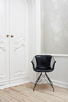 Sometimes all a corner needs is a perfect chair like this beaut by Overgaard Dyrman. Swoon.