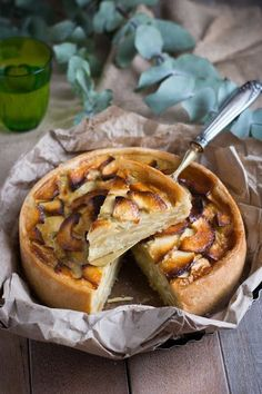 Tarte aux pommes grand-mère Apple Recipes, Sweet Recipes, Camembert Recipes, Mousse Au Chocolat Torte, Fun Deserts, Food Wallpaper, Sweet Pie, Cooking Recipes, Healthy Recipes