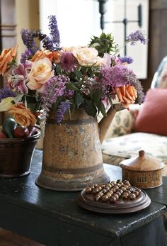 Notes from the Field: A Stylist's Tips for Summer Floral Arrangements | New England Home Magazine