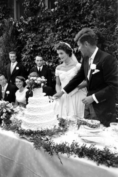 Future US President John F Kennedy - and Jacqueline Kennedy - (in a Battenburg wedding dress) hold hands as they cut the cake at their wedding reception, Newport, Rhode Island, September (Photo by Lisa Larsen/Time & Life Pictures/Getty Images) Jackie Kennedy, Les Kennedy, Jackie O's, Familia Kennedy, Famous Couples, Cool Wedding Cakes, Jfk, Celebrity Weddings, Marie