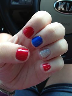 4th of July Nails, thinking about doing this to my nails. Cute but yet simple!✌
