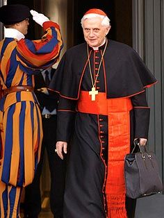Catholic Priest, Roman Catholic, Catholic Cardinals, Swiss Guard, Juan Pablo Ii, Pope Benedict Xvi, Papa Francisco, Military Police, Cloak