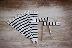 printable white and black striped straw flag by ilovepaperdotca