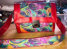 Sac Quadrille en simili rouge et tissu coloré cousu par Marie-Estelline - Patron Sacôtin