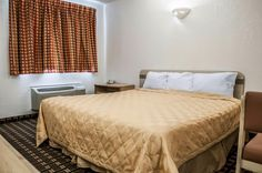 Well-equipped guest room | Rodeway Inn | Albuquerque, NM