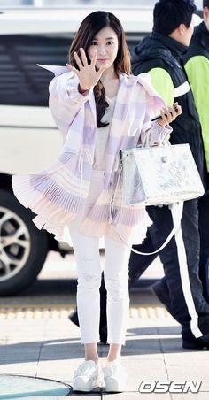 [OSEN=인천국제공항, 이동해 기자] 17일 오후 소녀시대 티파니가 엠포리엄 백화점 디올 부띠끄 오프닝 참석 차 인천국제공항을 통해 태국 방콕으로 ...