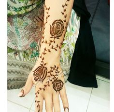 Henna. UAE. Al Ain Modern Henna Designs, Floral Henna Designs, Finger Henna Designs, Stylish Mehndi Designs, Beautiful Henna Designs, Henna Tattoo Designs, New Mehndi Designs, Henna Tattoos, Tatoos