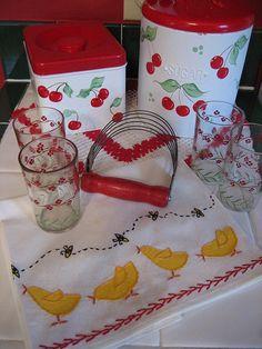 vintage kitchenware, applique quilts, android, kitchen items, tea towels, kitchen canisters, vintag kitchen, cherri heart, pastri