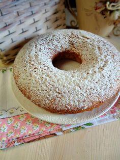 Ciambella al cocco morbidissima - La mimosa rosa Blue Cakes, Chiffon Cake, Mini Desserts, Bon Appetit, Bagel, Doughnut, Cheesecake, Oven, Food And Drink