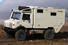 Expeditions-Spezialist Langer + Bock zeigt das neueste Abenteuermobil auf Unimog-Basis. An Luxus mangelt es nicht im 400.000-Euro-Gefährt. Expedition Trailer, Expedition Vehicle, Off Road Camper, Truck Camper, Pickup Camper, Outback Campers, Mobiles, Mercedes Benz Unimog, Mercedes Sprinter