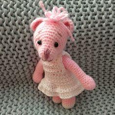 Růžová medvědice v bílých šatičkách Crochet Dolls, Teddy Bear, Toys, Animals, Activity Toys, Animales, Animaux, Toy, Teddybear