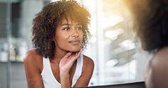 """Quando l'ormone impazzisce: 5 modi per ripristinare l'equilibrio della nostra pelle   ELEMIS Italia   Insieme al livello di stress, lo stile di vita, la dieta e l'ambiente esterno, gli ormoni sono uno dei fattori preponderanti nel determinare una pelle luminosa e distesa, oppure un incarnato spento, secco, infiammato, iper pigmentato o con macchie scure.Diciamoci la verità, gli ormoni sono """"creature"""" incostanti. I livelli ormonali fluttuano in continuazione…"""