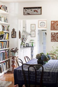 """This is probably along the lines of how my house will look in the future. Mostly because I just don't know how to """"do"""" design, and also because it's just so comfortable.  I could see myself at that table talking for hours over tea."""