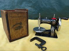 ANTIQUE NATIONAL SMCO ~ STITCHWELL ~ CAST IRON TOY HAND CRANK SEWING MACHINE