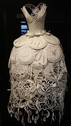 Ali Ciatti - paper plate dress