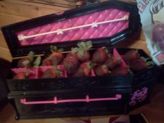 Monster High Coffin with chocolate covered strawberries for Monster High Birthday Party !