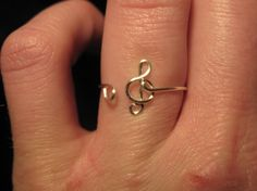 Wire wrapped adjustable treble clef ring on Etsy - this shop has all kinds of shapes of wire wrapped rings - for inspiration Diy Wire Jewelry Rings, Music Jewelry, Diy Rings, Cute Rings, Unique Jewelry, Jewelry Making, Avery Jewelry, Gothic Jewelry, Wire Wrapping