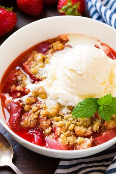This easy Strawberry Rhubarb Crisp features a crunchy oatmeal crisp topping and is the perfect combination of sweet and tart. Top it with a scoop of vanilla ice cream or enjoy it warm as is! Strawberry Rhubarb Recipes, Rhubarb Desserts, Strawberry Rhubarb Crisp, Fruit Recipes, Dessert Recipes, Cooking Recipes, Raspberry Crisp, Raspberry Recipes, Egg Recipes