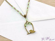 Madárkás medálos zöld gyöngy nyaklánc