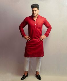 Here is a veriety of punjabi kurta pajama designs for men and boys and we have collected best kurta designs for special events like Eid. Punjabi Kurta Pajama Men, Kurta Men, Punjabi Boys, Gents Kurta Design, Boys Kurta Design, Mens Indian Wear, Indian Men Fashion, Men's Fashion, Designer Suits For Men