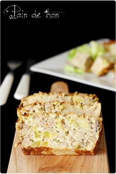 Salty – Zucchini tuna bread for 6 pers. : 2 cans of natural tuna g drained weight one) – 100 g of oat flakes- 1 clove of garlic- 1 zucchini- 10 cl of milk- 10 cl of cream – 3 eggs- 2 tbsp strong salt mustard, pepper, paprika. Recipe on the site. No Salt Recipes, Fish Recipes, Tapas, Fingers Food, Cooking Time, Cooking Recipes, Good Food, Yummy Food, Salty Foods
