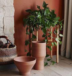 Déco printemps 2019 : 6 tendances déco que vous allez adorer Style Boudoir, Mini Camper, Terracotta, Home Staging, Decoration, Planter Pots, Living Room, Spring, Direction