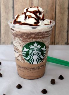 CopyCat Starbucks Double Chocolate Chip Frappuccino - A Spark of Creativity-- one reason I need a nutribullet! Starbucks Frappuccino, Bebidas Do Starbucks, Starbucks Drinks, Coffee Drinks, Starbucks Coffee, Cream Based Frappuccino Recipe, Chocolate Chip Frappe Recipe Starbucks, Mocha Frappe Recipe, Decorated Sugar Cookies