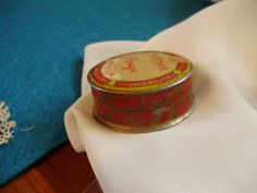 """Miniature Art Deco """"HEATHER ROUGE TIN"""" Awesome Vintage Litho Powder Box w/ Puff-Great Color Powder -Antique Doll"""