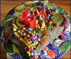 How to make a Trash Pack cake