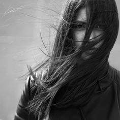 Girl Photography Poses, Urban Photography, Real Estate Photography, Lifestyle Photography, White Photography, Wind Blown Hair, Wind In My Hair, Black And White Portraits, Black And White Pictures