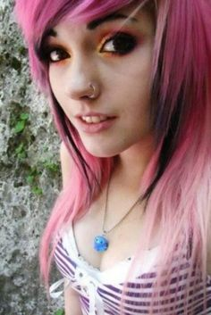 Looking for Pink Emo Hairstyles free hairstyle design ideas? take a look at our collection picture of Pink Emo Hairstyles and get inspired Pink And Black Hair, Pink Hair, Emo Haircuts For Girls, Cute Emo Girls, Goth Girls, Emo Scene Hair, Scene Girls, Punk, Cool Hair Color