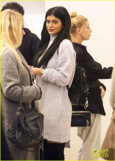 Hailey Baldwin Misses Flight After Shopping with Kylie Jenner.