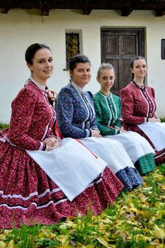 Folk Costume, Costumes, Hungarian Dance, City People, Vintage Children, Folklore, Traditional Outfits, Egy Nap, Sari