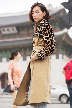 This is a nice variation on the a-typical trench! But This Ajumma looks so pissed modeling this fabulous coat! Yiu photographed by Sun Hye Shin in Seoul