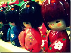 Kokeshi are Japanese dolls from the Tohoku region in Northern Japan. These handmade wooden dolls have a colorful history and controversial reputation. Japanese Culture, Japanese Art, Japanese Doll, Examples Of Modern Art, Doll Japan, Creepy Dolls, Kokeshi Dolls, Gadgets And Gizmos, Wooden Dolls