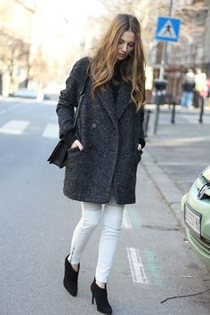 Fashion and style: Oversized coat and biker jeans
