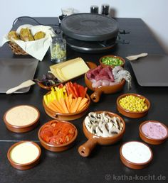 Raclette: Ingredients for 2-3 people:  4 medium tomatoes (tomato flavor)  5 mushrooms  1/2 can of corn  2 carrots  1 yellow bell pepper  1 red pepper  3 spring onions  6 slices of raclette cheese  1 large handful of red basil  300g beef steak (from young bulls from the leg)  1 chicken breast fillet  3 jumbo shrimp.   In addition there was:  homemade pumpkin bread,  herb butter, and dips